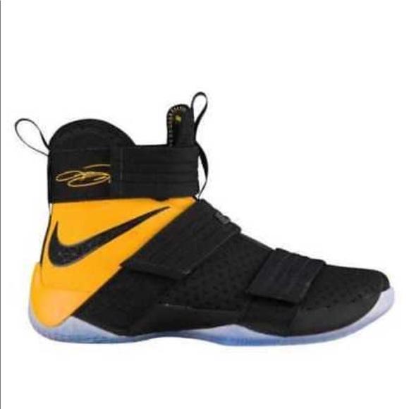 new style eb8ca e9c65 Men Nike Lebron James soldier 10SFG basketball. M 5b284ea33e0caadc2903d0e8
